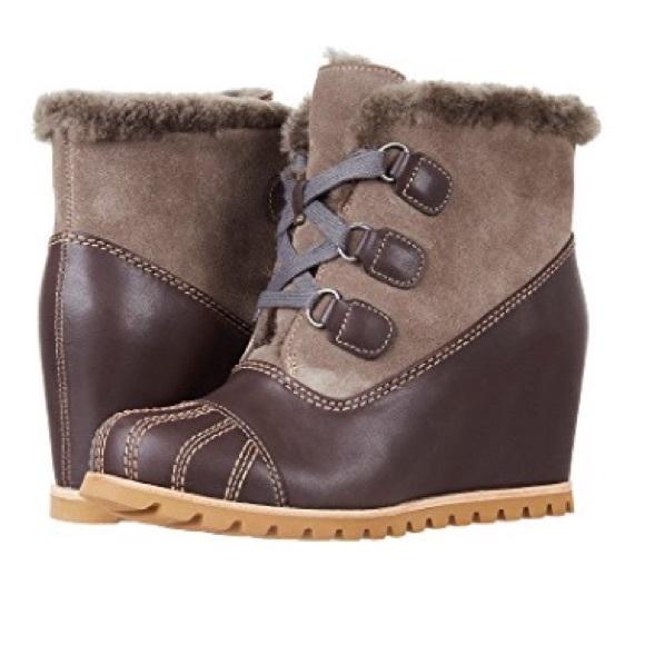 4f3a12074bf New Ugg Alasdair Slate Bootie wedge boots Sz 7 💕